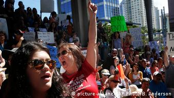 USA Anti-Waffen-Demonstration in Fort Lauderdale (picture-alliance/AP Photo/B. Anderson)