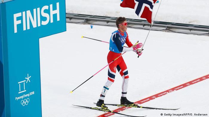 Финиш мужской сборной Норвегии в лыжной эстафете на Олимпиаде в Пхёнчхане, ферваль 2018 года