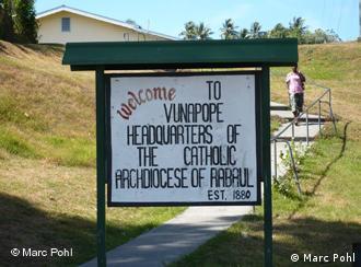Schild der Katholischen Mission in Vunapope, Papua Neuguinea (Foto: Marc Pohl)