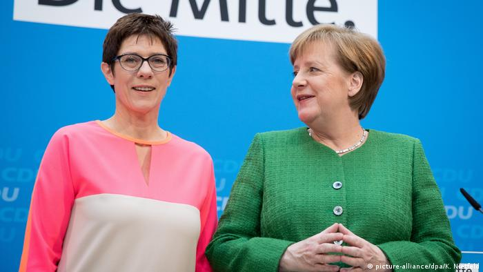 Angela Merkel and Annegret Kramp-Karrenbauer (picture-alliance/dpa/K. Nietfeld)