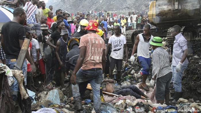 Müllberg verschüttet Menschen in Mosambik