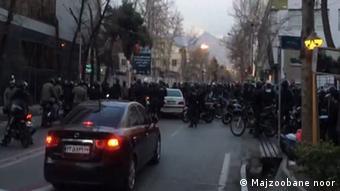 Teheran Auseinandersetzung Gonabadi religiöse Gruppe in Teheran mit Polizei (Majzoobane noor )