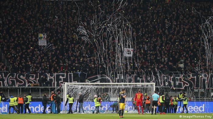 Frankfurt fans throwing toilet paper and tennis balls(Imago/Thomas Frey)
