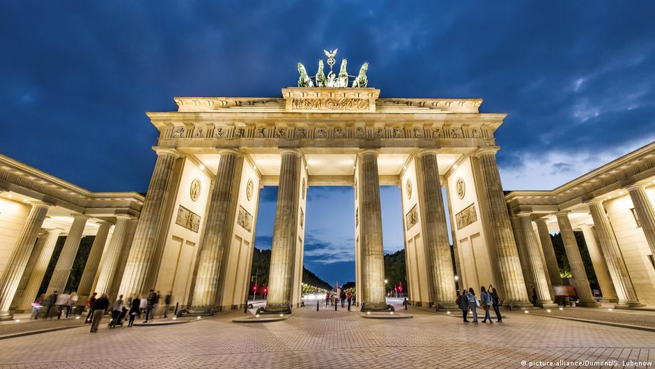 the brandenburg gate berlin landmark all media content dw. Black Bedroom Furniture Sets. Home Design Ideas