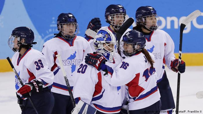 Pyeongchang Olympische Winterspiele Eishockey Frauen (picture-alliance/AP Photo/F. Franklin II)