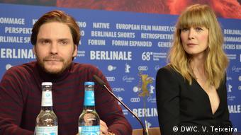 Rosamund Pike und Daniel Brühl