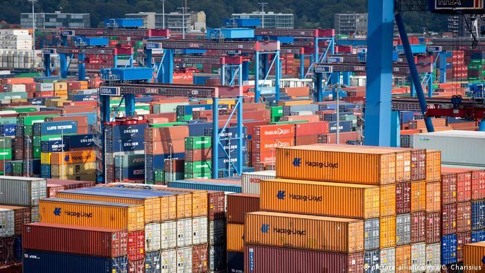Port w Hamburgu i morze kontenerów