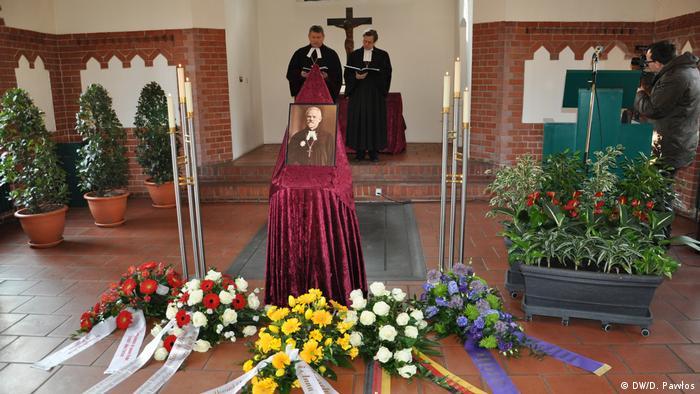 Polsko-niemiecka modlitwa za biskupa Bursche na cmentarzu w Berlinie Reinickendorf