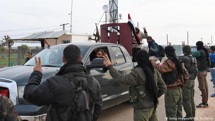 Afrin'e giden milislere topçu ateşi