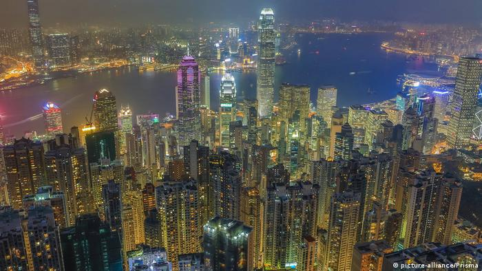China Skyline von Hongkong bei Nacht (picture-alliance/Prisma)