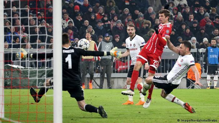 Fußball Champions League Bayern München vs Besiktas Istanbul (Imago/Nordphoto/Bratic)