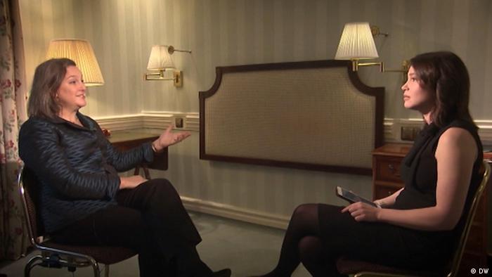 Виктория Нуланд во время интервью с Жанной Немцовой