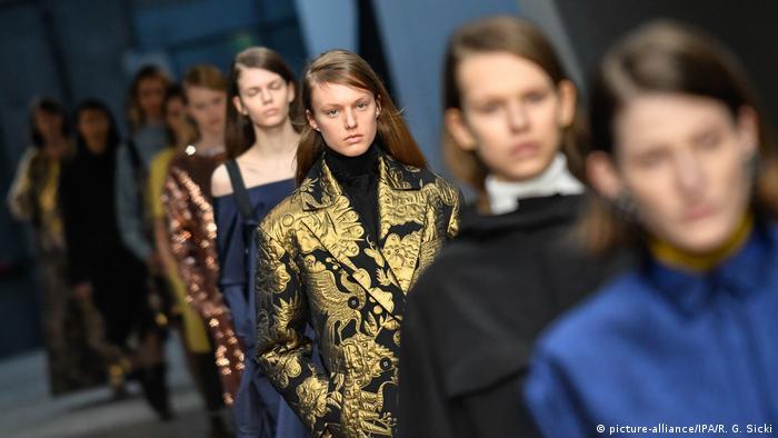 Models on the runway at Milan Fashion Week (picture-alliance/IPA/R. G. Sicki)