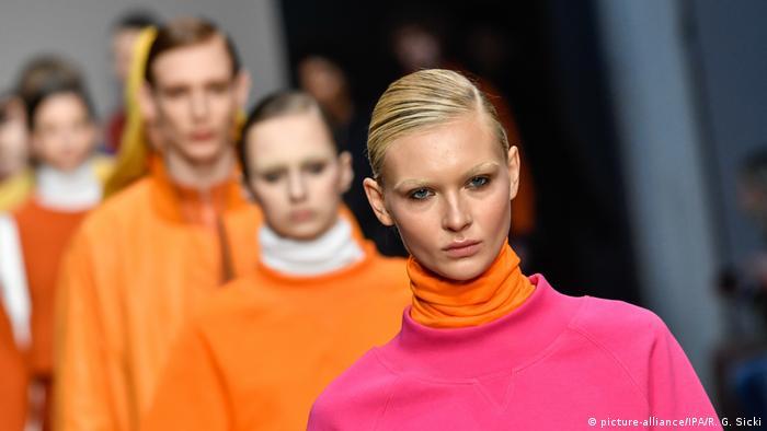 Milan Fashion Week models on runway (picture-alliance/IPA/R. G. Sicki)