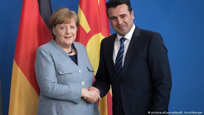 Berlin - Kanzlerin Merkel empfängt Mazedoniens Regierungschef Zaev (picture-alliance/dpa/R. Hirschberger)