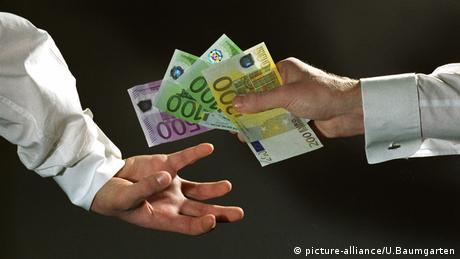 Τι ισχύει στη Γερμανία για δώρα σε πολιτικούς