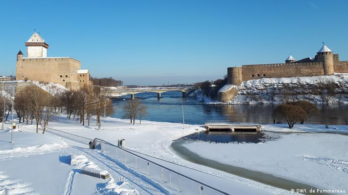 Hermann Castle (left) in Narva, Estonia, and Ivangorod (right), a fortress across the Narva River in Russia
