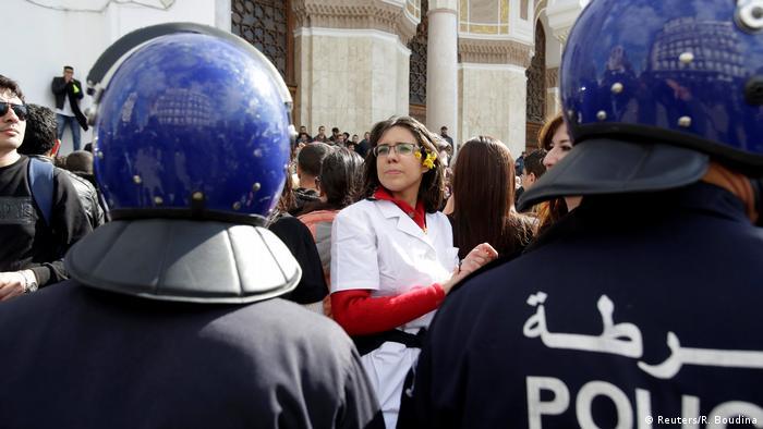 Algerien Proteste in Algier (Reuters/R. Boudina)