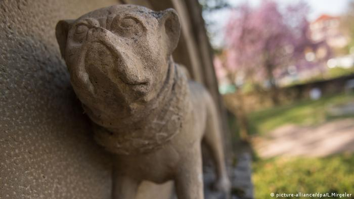 Pug monument picture-alliance/dpa/L.Mirgeler)