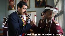 (170706) -- CARACAS, July 6, 2017 () -- Venezuelan President Nicolas Maduro (L) greets a soldier during a parade to celebrate the 206th anniversary of Venezuela's independence in Caracas July 5, 2017. (/Boris Vergara) (bv) (da) (fnc) (yk) |