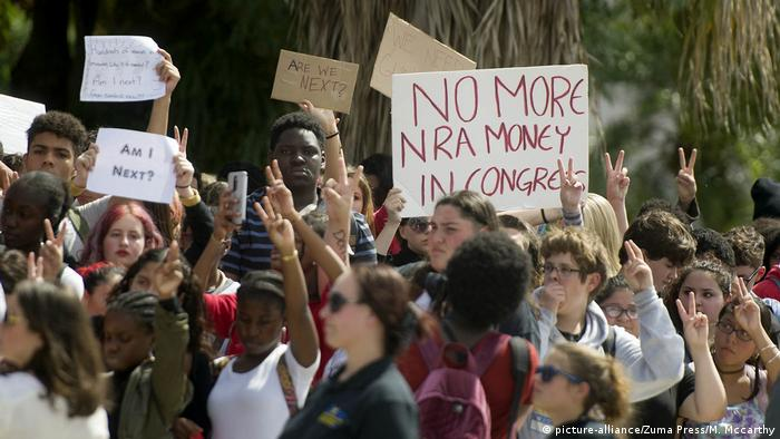 US students protesting against gun violence