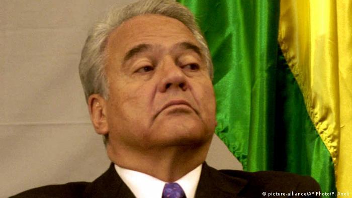 Bolivien La Paz - ehemaliger Präsident Gonzalo Sanchez de Lozada bei PK (picture-alliance/AP Photo/P. Aneli)