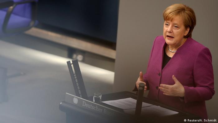 La canciller alemana, Angela Merkel, abogó hoy por imprimir una mayor velocidad a las reformas en el seno de la Unión Europea (UE) con respuestas concretas y que esas reformas en la UE deben ser percibidas por la ciudadanía y servir, al mismo tiempo, para garantizar la competitividad del bloque en el escenario global. (22.02.2018).