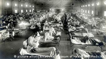 An der Spanischen Grippe erkrankte Soldaten in einem Militärkrankenhaus in den USA (Bild:picture-alliance/National Museum of Health and Medicine)