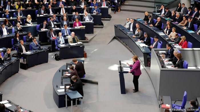 Deutschland Bundestag (Reuters/A. Schmidt)