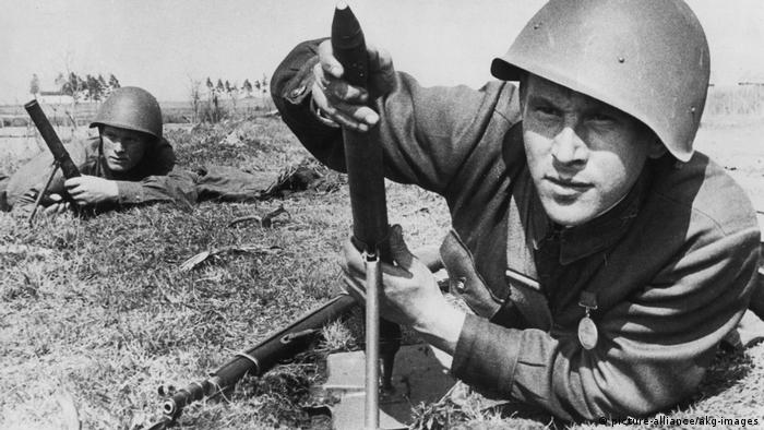 Zweiter Weltkrieg - Leningrader Front 1942 (picture-alliance/akg-images)