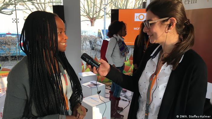 DW Interview Berlinale 2018 - südafrikanischen Filmemacherin Sara Chitambo