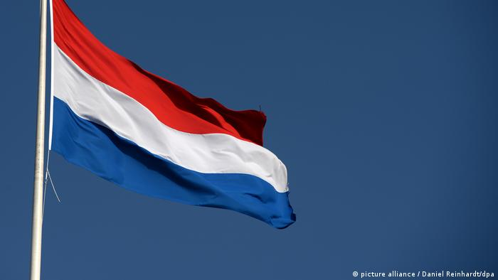 Niederlande Fahne (picture alliance / Daniel Reinhardt/dpa)