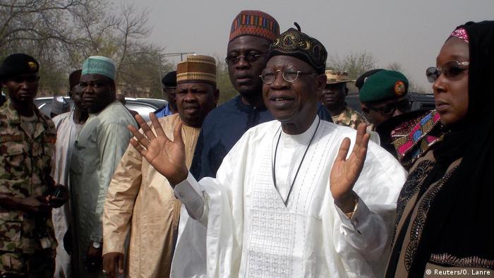 Delegação do governo nigeriano visitou escola onde ocorreu o ataque 2bb2139e79396