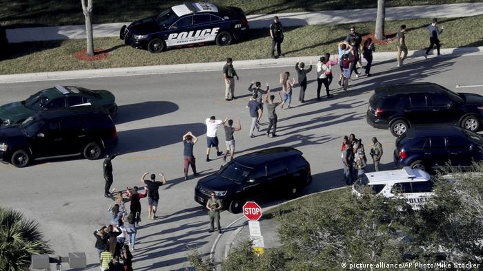 USA High School Shooting Florida (picture-alliance/AP Photo/Mike Stocker)
