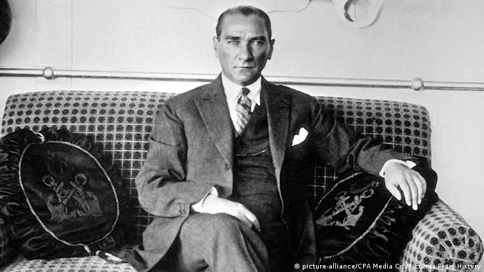 Türkei Mustafa Kemal Ataturk (1881-1938) (picture-alliance/CPA Media Co./Pictures From History)