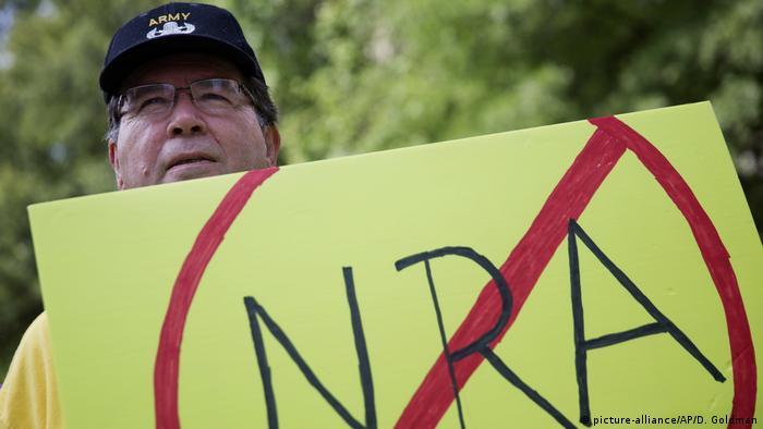 USA - Protest gegen Waffenlobby (picture-alliance/AP/D. Goldman)