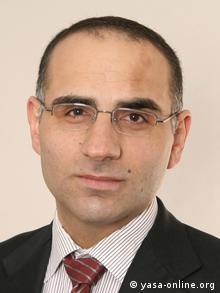 O κούρδος νομικός και μέλος του Συμβουλίου Ενσωμάτωσης στη Βόννη Φαουζί Ντίλμπαρ