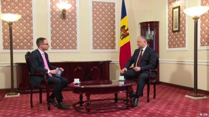 Игорь Додон во время интервью с руководителем московского бюро DW Юрием Решето