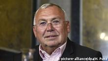 ABD0117_20170620 - WIEN - ÖSTERREICH: Ex-Bundeskanzler Alfred Gusenbauer (SPÖ), anl. einer Sitzung des Eurofighter- U-Ausschusses am Dienstag, 20. Juni 2017 in Wien. - FOTO: APA/HANS PUNZ |