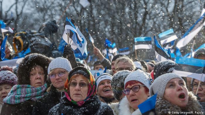 Estland Talinn - Unabhängigkeitsfeier vor dem Parlament (Getty Images/R. Pajula)