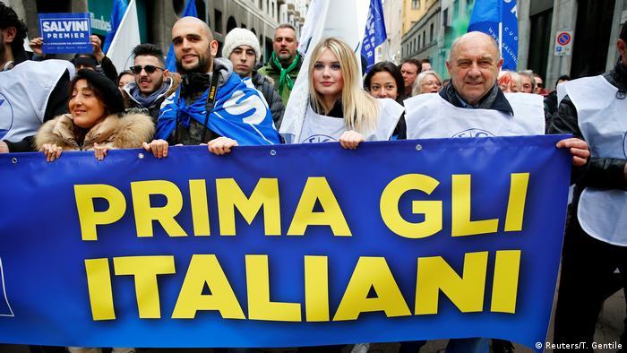Italien Mailand - Unterstützer der Norther League Partei bei Demonstration