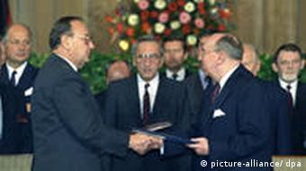 Tadeusz Mazowiecki with then German Foreign Minister, Hans-Dietrich Genscher