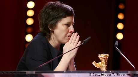 68. Berlinale | Preisträger Adina Pintilie - Goldener Bär für den Besten Film (Getty Images/T. Niedermueller)