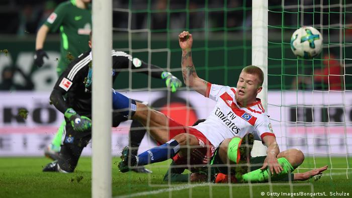 Fußball Bundesliga SV Werder Bremen v Hamburger SV 24. Spieltag Tor 1:0