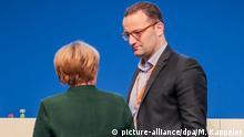Deutschland Bundeskanzlerin Angela Merkel und Jens Spahn in Essen