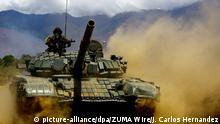 23.02.2018, Venezuela, Naguanagua: Panzer des venezolanischen Streitkräfte bei einer Militärübung. Die militärische Manöver «Soberania 2018» wurde durch Präsident Maduro angeordnet. Foto: Juan Carlos Hernandez/ZUMA Wire/dpa +++ dpa-Bildfunk +++