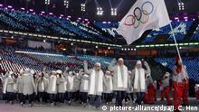 09.02.2018 ARCHIV - 09.02.2018, Südkorea, Pyeongchang: Olympia, Eröffnungsfeier, Olympiastadion: Das Team «Olympische Athleten aus Russland» (OAR)kommt ins Stadion. (zu dpa-Meldung: «IOC-Vorschlag: Russland bleibt bei Olympia inPyeongchang suspendiert» vom 25.02.2018) Foto: Jae C. Hong/AP/dpa +++ dpa-Bildfunk +++