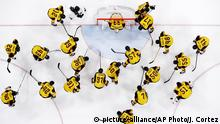 25.02.2018 Germany players huddle before the men's gold medal hockey game against the Olympic athletes from Russia at the 2018 Winter Olympics, Sunday, Feb. 25, 2018, in Gangneung, South Korea. (AP Photo/Julio Cortez)