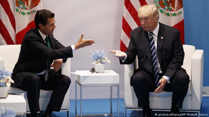 Donald Trump und Enrique Pena Nieto (picture-alliance/AP Photo/E. Vucci)