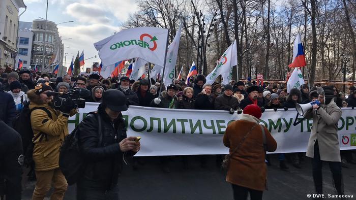 Колонна партии Яблоко, возглавляемая Григорием Явлинским.
